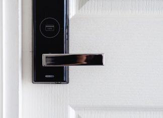 מנעול חכם לדלת – מה זה ומדוע משתלם להתקין אותו